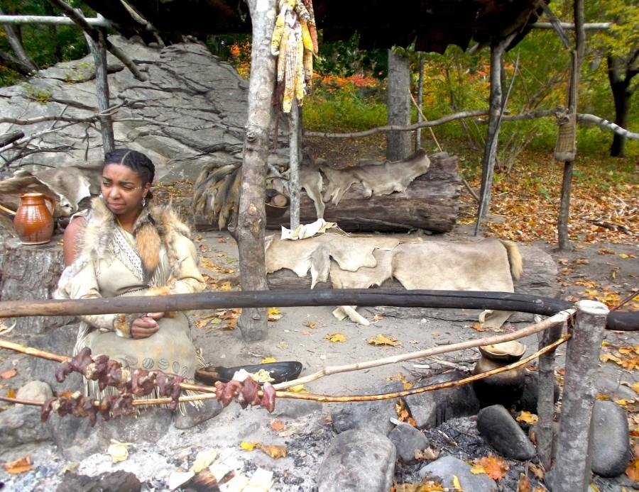 A+Wampanoags+woman+cooks+at+Plimoth+Plantation+on+Oct.+28%2C+2015.+
